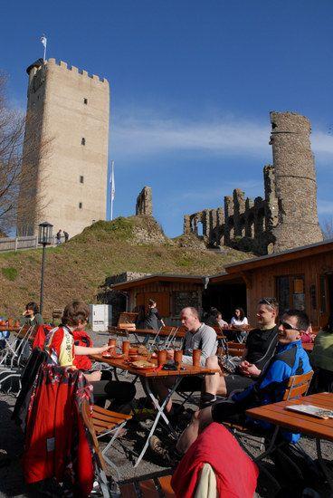 Grosse Pause auf der Burg Olbrück