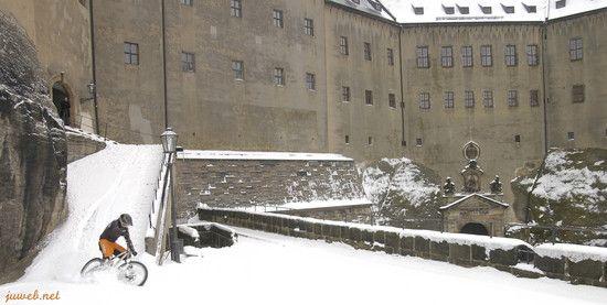 test die festung und schnee dabei