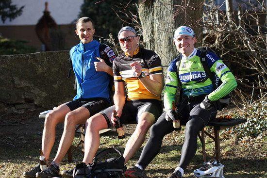 Apres-Bierchen nach Rennradtour im Februar