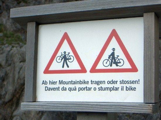 ...Warnschild in der Val d'Uina-Schlucht...