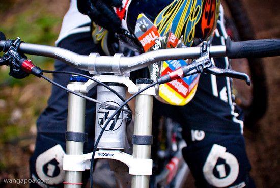 77designz flatout frame closeup