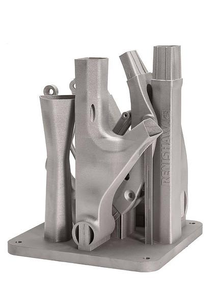 Die von Renishaw gefertigten Teile frisch aus dem 3D-Drucker