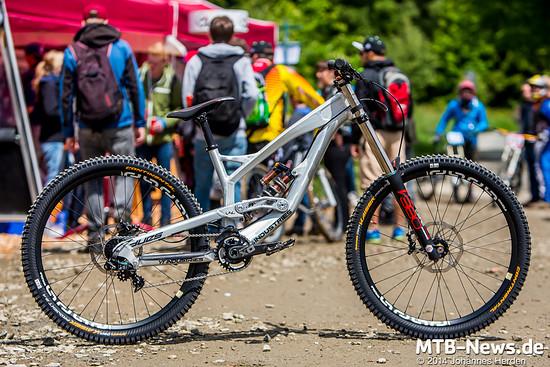 YT Industries Tues 2015 - Downhill Prototyb 650b