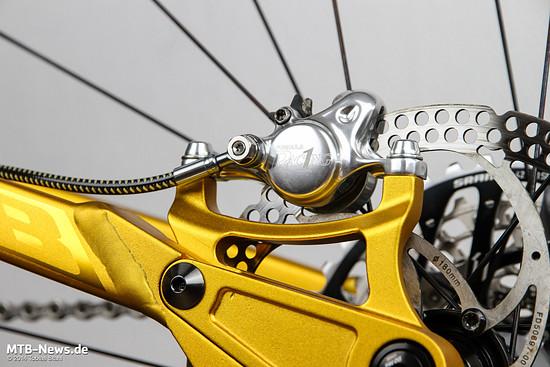 Die Ausrichtung der Bremse erfolgt jeweils über ein Postmount-Langloch - verschiedenste Adapter sind verfügbar.