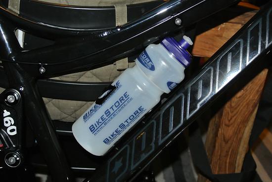 Procraft New Sideclip Flaschenhalter mit Bikestore.cc 750ml Trinkflasche