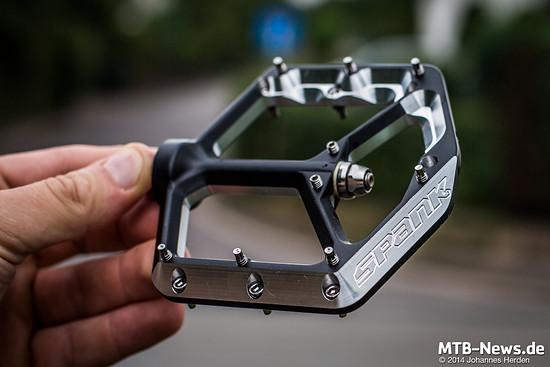 ...und spitze Pins - 18 pro Pedal.