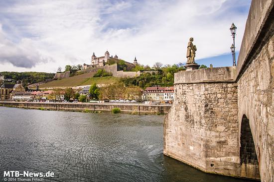 Auf dem Weg zur Firma kamen wir Wahrzeichen der Stadt Würzburg vorbei