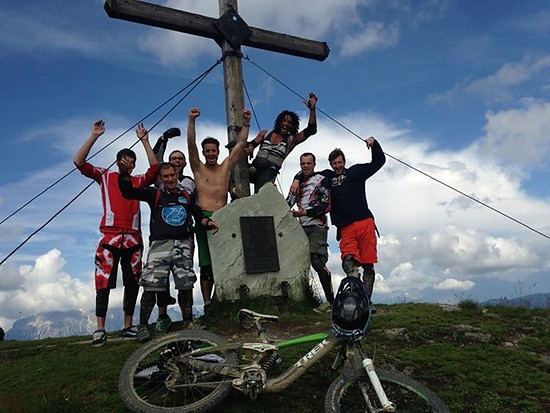 Aufstieg mit den DH-Bikes