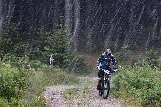 Regen, Hagelkörnern, Blitz, Donner - das Rennen musste vor Stage 5 abgebrochen werden
