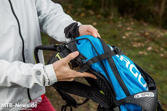 Bei Bedarf kann das Volumen des Rucksacks um zwei Liter vergrößert werden. Praktisch, wenn die große 3l-Trinkblase mit auf Tour gehen soll.