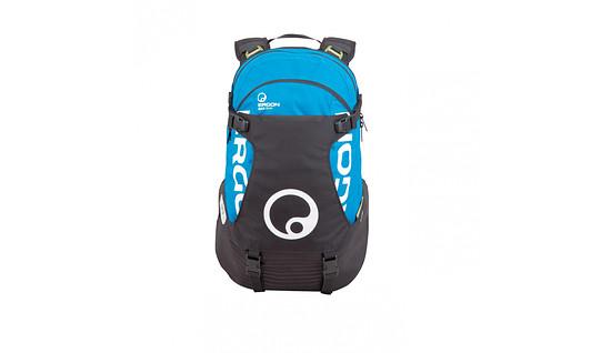 Eindeutig Ergon: Der BA3 Evo ist direkt als Ergon-Rucksack zu erkennen. Die Helmhalterung ist markant, ebenso wie die seitlich daraus herauswachsenden Schultergurte.