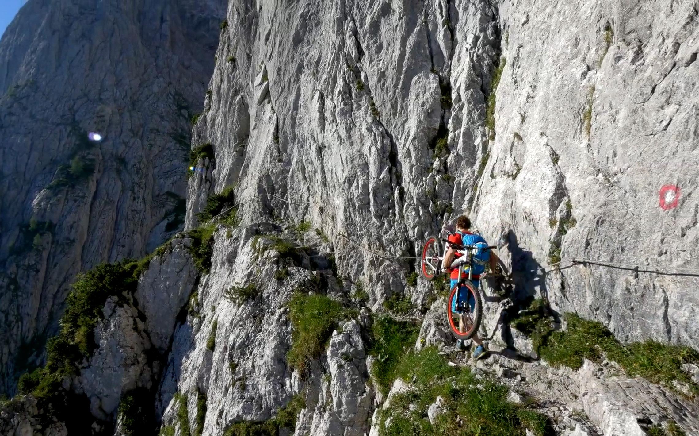 Klettersteig Wilder Kaiser : Wilder kaiser extreme johannes pistrol zeigt bikebergsteigen am