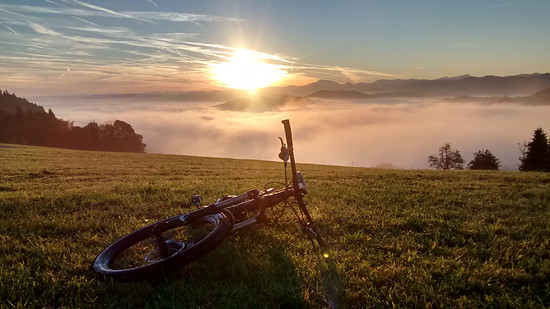 wunderschöner Sonnenaufgang am Kürnberg (Österreich, Mostviertel) Bike: Liteville 601