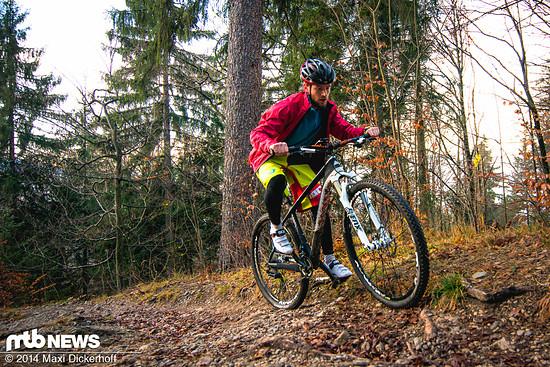 Trotz dünner Reifen und weniger Traktion schnell oben