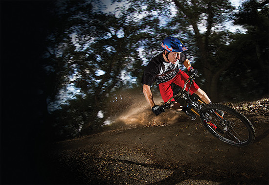 Aaron Gwin im Skyline Outfit