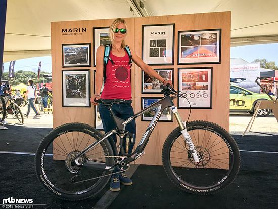 Kontrastprogramm: Bikerin und Bike noch U30 - Julia Hofmann und ihr Marin Attack Trail Teambike