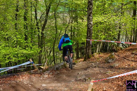 Harte Linkskurve vor Steilstück Stage 4