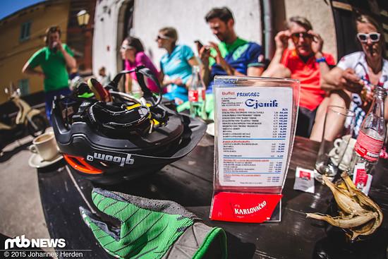 Nach 20 km gab´s eine kurze Einkehr - eine kalte Cola tat an diesem Tag definitiv gut