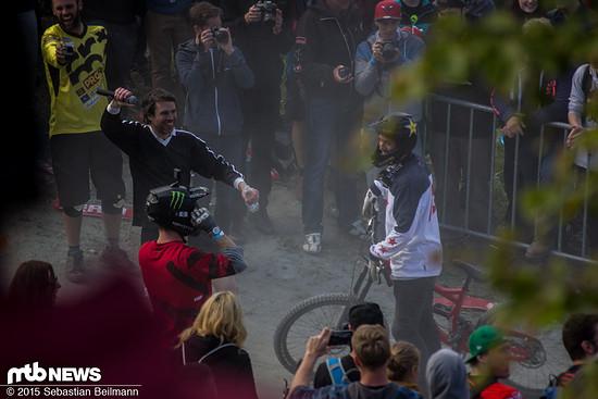 Sam Pilgrim stürzte nach seinem fetten Final-Whip