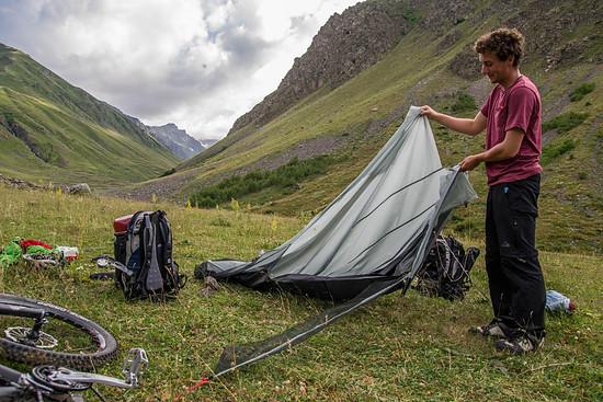 Unser Zelt nach der Kuhattacke - viel zu retten ist hier leider nicht mehr