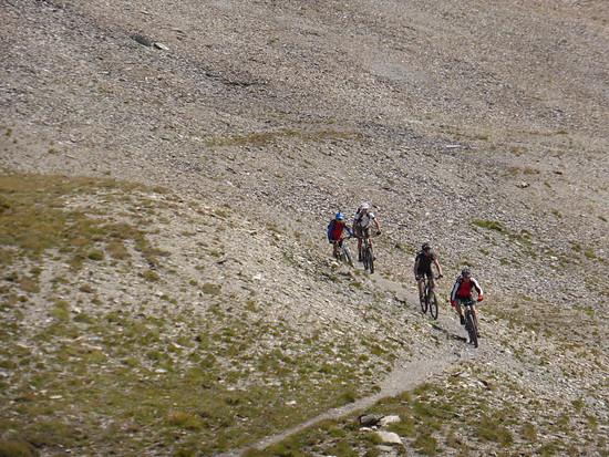 Der obere Teil der Abfahrt vom Monte Bellino zum Colle Bellino, Spitzkehren und loses Geröll.