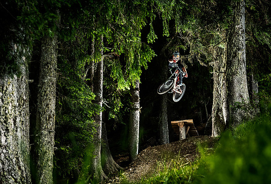 Boner log bouncing. David Erstling @bikepark Leogang
