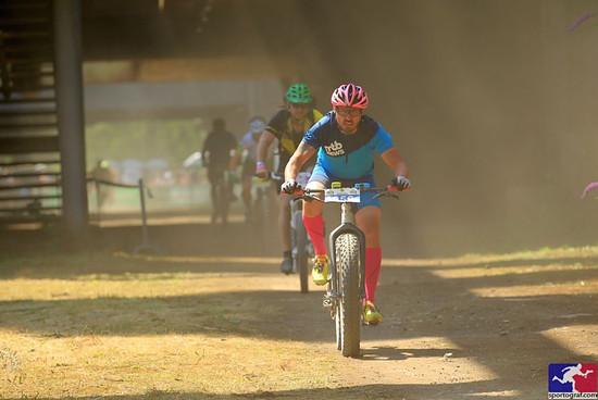 Der Mann ist noch nicht schmutzig, das Rennen ist noch nicht alt.