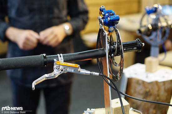220 g leicht ist die Direttissima (2 Kolben) mit 75 cm Leitung