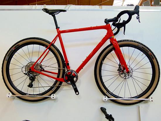 Ein Eurobike Award Gewinner für die Wand? Das Open kann mehr, z.B. drei verschiedene Laufradformate fahren: Rennrad, Cyclocross, Mountainbike.