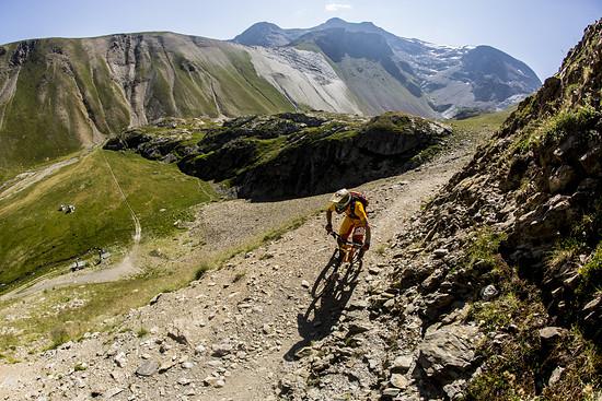 Bergauf muss so manches Mal gedrückt werden. Hier zeigt sich, dass 420% Spreizung nicht in jeder Lebenslage weiterhelfen