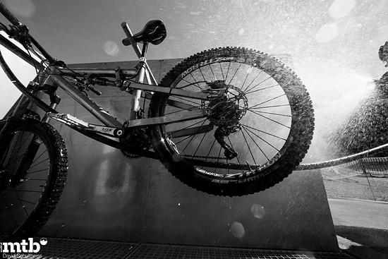 Nahezu in jeder Destination findet sich ein ordentlicher Bikewash, wie hier in an der Talstation der Rothornbahn.
