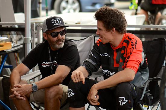 Sam bereitet sich zusammen mit Trainer Todd auf die Saison vor