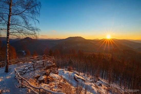Sonnenaufgang auf dem Kirschfelsen in der Pfalz
