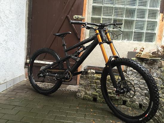 so neue brücke von RTF Bikeparts custom cnc und grade5 vorbau  endlich stimmig das gerät