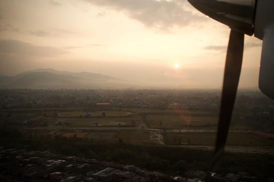 """World's most spectacular commercial flight"" - Sonnenaufgang über Pokhara"