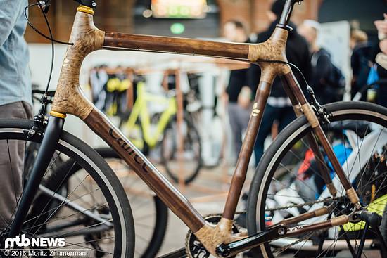 Am Stand von Calfee gab es dieses handgefertigte Bike aus Holz und Hanffasern zu bestaunen