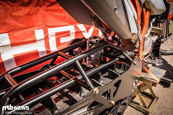 Das Monstrum kommt mit einer Hayes-Bremse zur Verzögerung der Antriebskette.