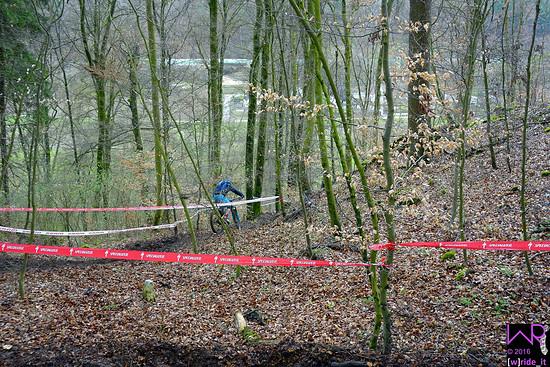 Einfahrt in Wurzel-Stein-Rinne auf Stage 4