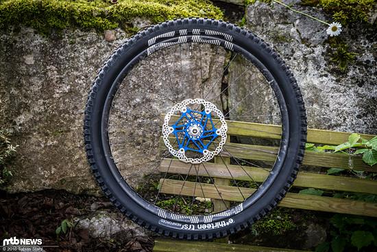Optisch fein aufeinander abgestimmt: der passende TRS Race Reifen zum TRS Race Carbon Laufradsatz