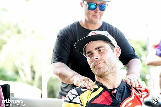 Die Massage nach dem Rennen entspannt und regeniert gleichzeitig den gestressten Körper