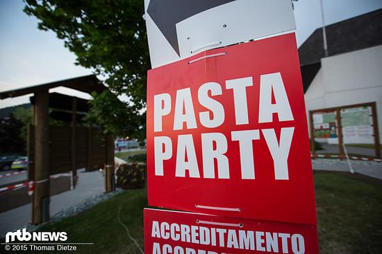 Die Pasta-Party ist die ideale Gelegenheit neue interessante Kontakte zu knüpfen