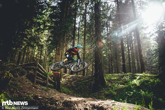 Auf Jumptrails fühlt man sich mit dem handlichen Bike ziemlich zuhause