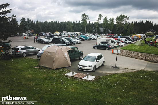 Langsam füllt sich der Parkplatz