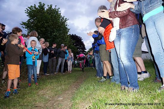 Die Zuschauermassen am Ende des Schweinebergs.