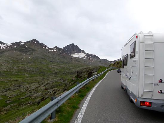Kurz vor der Passhöhe über den Gavia-Pass wird die Strasse etwas breiter.