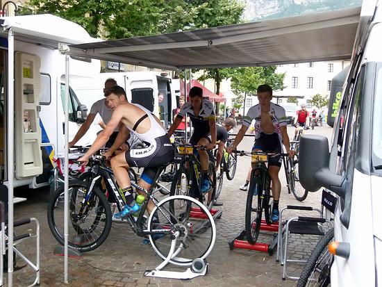 Warmfahren beim Team Bulls zur finalen Etappe.