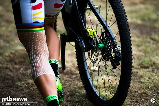 Das linke Knie von Sabine Spitz wurde vor dem Start beim Weltcup in Kanada versorgt.