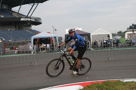 Michael Swatson, einer von 4 Fahren im Team Rapiro-Vennbike ohne Neigung zu orange.
