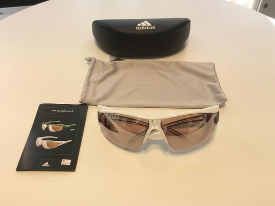 Adidas Evil Eye Halfrim XS mit selbsttönenden Gleitsichtgläsern mit mittlerer Eintönung