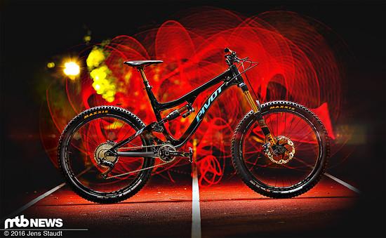 Pivot Cycles Firebird Carbon –170 mm die sich noch gut pedalieren lassen sollen – wir sind gespannt und werden berichten!